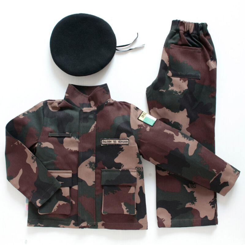 An overview of a jacket, trousers in camouflage fabric and a wool beret